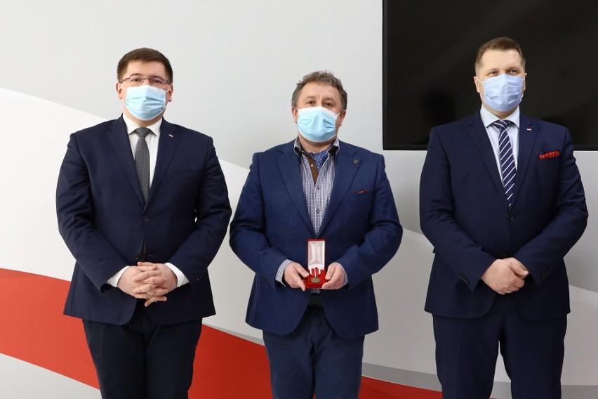 """Dyrektor szkoły od """"zakazu błyskawic"""" w Łodzi, czyli Dariusz..."""