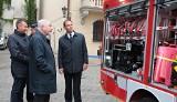 Kraków. Druhowie z OSP Przewóz odebrali nowy samochód. Czym jeszcze jeżdżą strażacy w Małopolsce? [GALERIA]