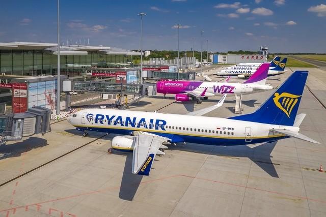 Do Wrocławia wraca 12 kierunków brytyjskich oraz pięć ukraińskich. W środę ruszył również pierwszy kierunek południowy. Łącznie w lipcu w ofercie tanich linii będzie już blisko 40 połączeń z Wrocławia, a w sierpniu pojawią się dwa kolejne (Rzym Ciampino i Faro).1 lipca do stolicy Dolnego Śląska wróciła też Lufthansa, a 3 lipca LOT uruchamia pierwsze z 13 nowych połączeń wakacyjnych.SZCZEGÓŁY SPRAWDŹ NA KOLEJNYCH STRONACH
