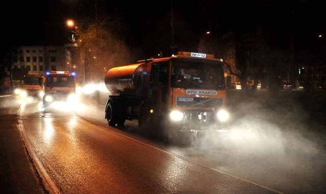Czy czyszczenie ulic poprawi jakość powietrza w Krakowie?