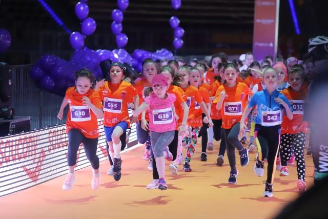 Najmłodsi na trasie biegu
