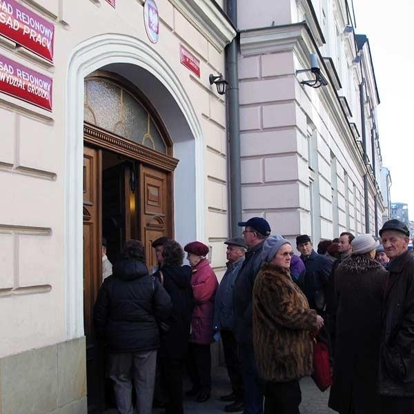 W ostatnich dniach emeryci i renciści masowo składali pozwy w sanockim sądzie o z tytułu zaniżonych świadczeń przez ZUS.