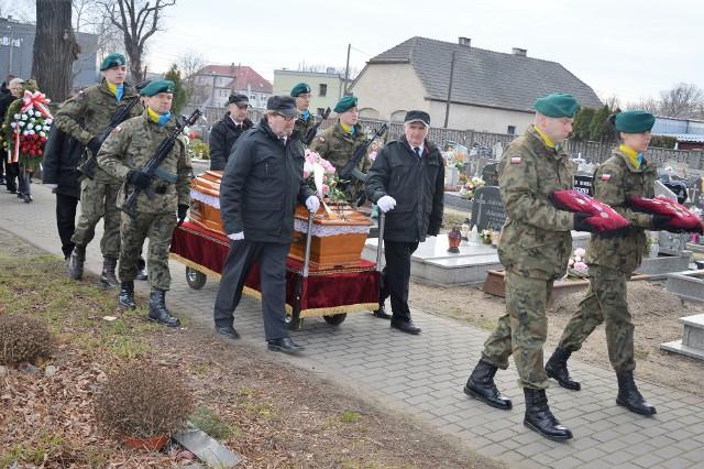 """Major Wandę Nowak """"Junonę"""" pożegnano z honorami wojskowymi na cmentarzu w Opolu-Groszowicach."""