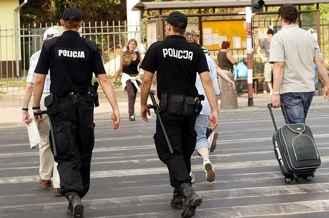 Pijany mężczyzna niósł niemowlaka na rękach spacerując ulicami Sosnowca
