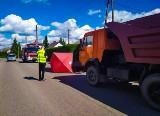 Śmiertelny wypadek motorowerzysty w Puńsku. Wymusił pierwszeństwo i zderzył się z kamazem. Zginął na miejscu (zdjęcia)