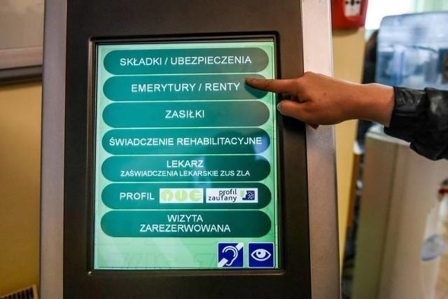ZUS wprowadził zmiany i ograniczenia w związku z koronawirusem w Polsce.