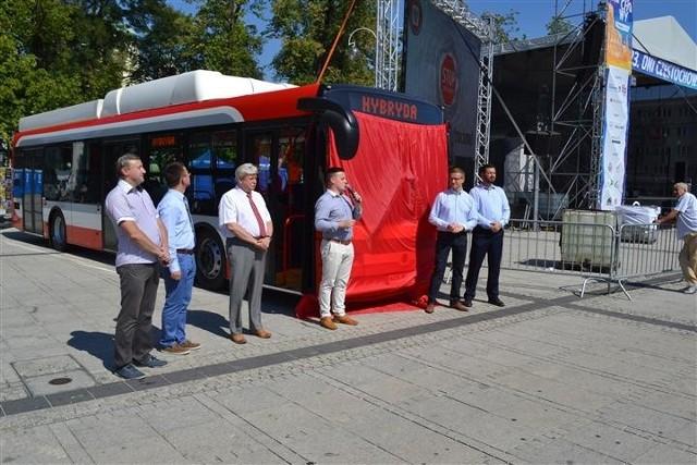 Pojazdy hybrydowe o napędzie gazowo-elektrycznym będą jeździć po Częstochowie już od grudnia.