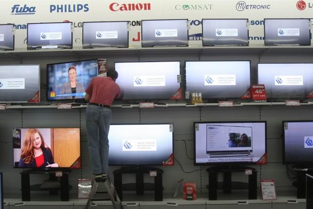 W 2022 roku w Polsce zostanie wprowadzony nowy standard nadawania telewizji naziemnej - DVB-T2/HEVC. Niestety telewizory do niego nieprzystosowane nie będą mogły odbierać w ten sposób telewizji. Co musisz wiedzieć o zmianach, które nastąpią już za kilka miesięcy?Sprawdź ▶▶