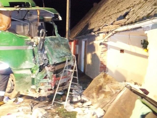 Wypadek w Baczysławiu. Ciężarówka wjechała w dom