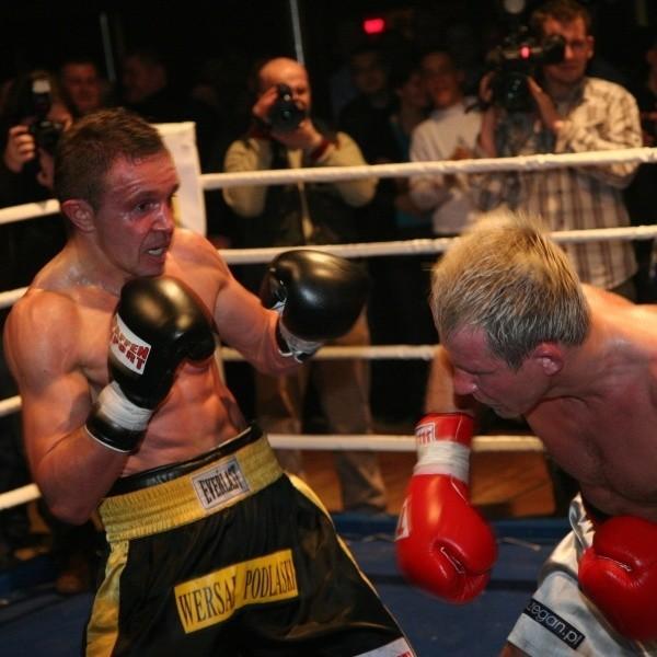 Rok temu w Jeżewie Dariusz Snarski (z lewej) był zdecydowanie lepszy od Macieja Zegana. Wtedy stoczyli jednak walkę pokazową. W piątek obaj zawodowcy będą się bić na poważnie.