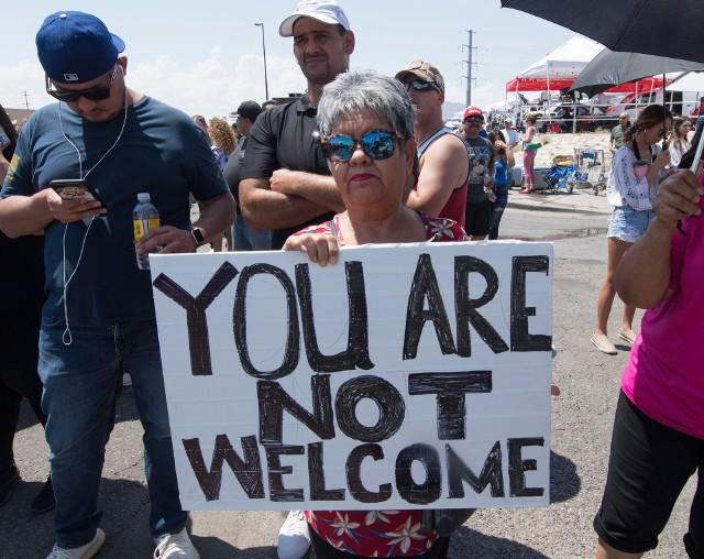 Demonstrujący w El Paso podczas wizyty prezydenta USA