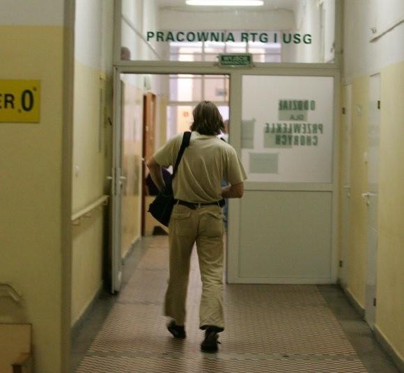 Do 30 lipca w budynku przy al. Wyzwolenia będą działać pracownia RTG, laboratoria oraz poradnie przyszpitalne.