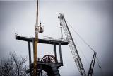 Z pejzażu Katowic znika charakterystyczny górniczy szyb. Rozpoczęła się rozbiórka wieży szybu I kopalni Boże Dary