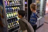 Zakaz handlu w niedzielę dotknie też... automaty z batonikami i napojami