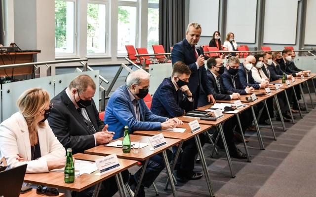18 czerwca 2021 r., w Kujawsko-Pomorskim Urzędzie Wojewódzkim w Bydgoszczy odbyła się debata poświęcona CPK.