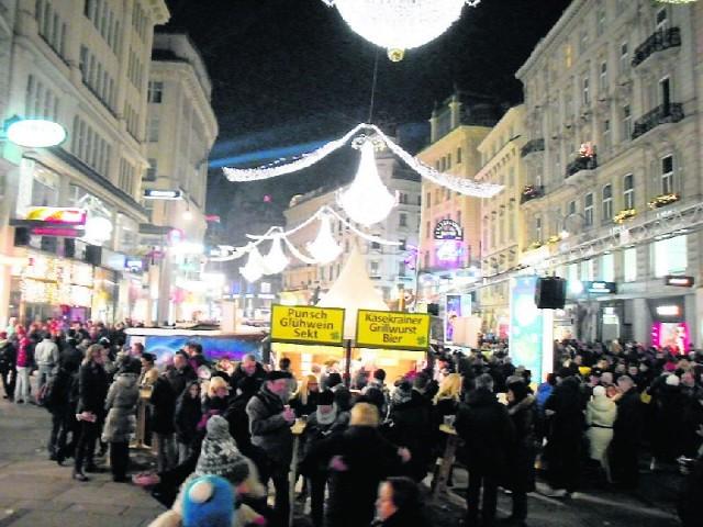 Najtańszy dwudniowy autokarowy wyjazd do Wiednia – bez noclegu i wyżywienia – na imprezę sylwestrową pod gołym niebem kosztuje 180 zł od osoby.