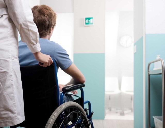 Nowe świadczenie uzupełniające 500+ dla niepełnosprawnych będzie przysługiwało w wysokości nie wyższej niż 500 zł, przy czym łączna kwota tego świadczenia i innych świadczeń finansowanych ze środków publicznych nie może przekroczyć 1600 zł. Dla kogo będzie 500 plus dla niepełnosprawnych, skąd pobrać wnioski?