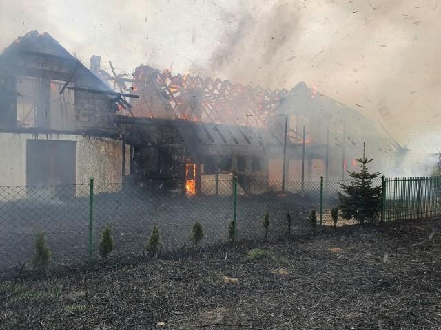 Pożar domu w Lisewie (gmina Krokowa) w czwartek 30.04.2020