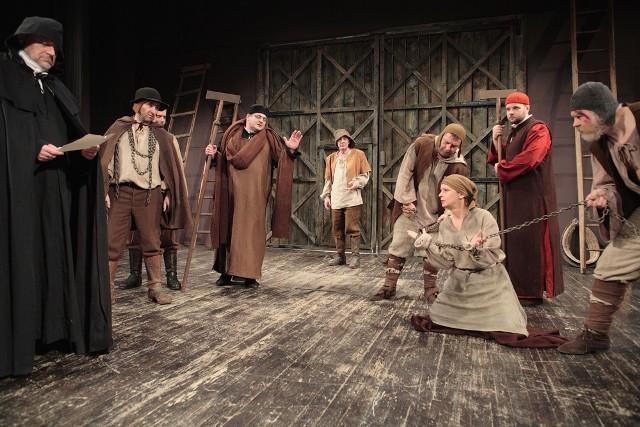 Spektakl wystawiany będzie tylko we czwartek, piątek i sobotę (9-11 grudnia) w sumie cztery razy. To ostatnia szansa żeby zobaczyć ten dramat.