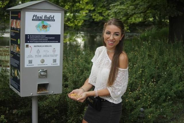 W parku Parku Miejskim im. Wojska Polskiego w Krotoszynie stanął Ptasi Bufet, automat z karmą dla ptactwa wodnego.Kolejne zdjęcie --->