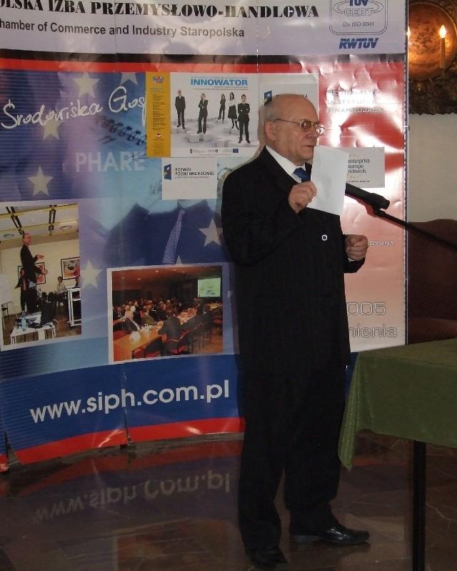 Prezydent Staropolskiej Izby Przemysłowo – Handlowej Ryszard Zbróg przekonuje przedsiębiorców do idei klasteringu.