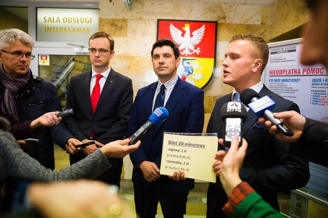 To będzie biletowa rewolucja w Białymstoku. Radni PiS chcą wprowadzić bilety wieloprzejazdowe 20, 40 i 60 minutowe. I to już od nowego roku. Będzie też bilet szkolny grupowy za 30 zł.