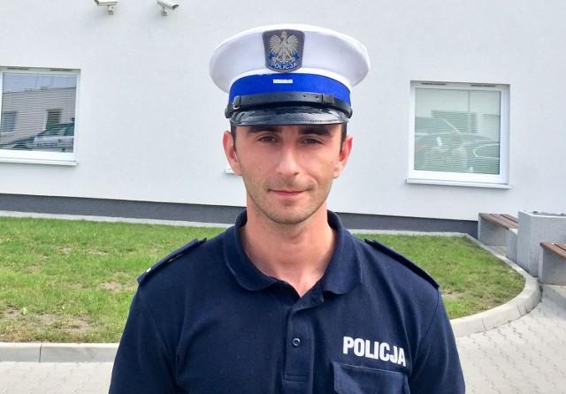 St. post. Mateusz Maksimczyk mieszka w Świebodzinie, ale pracuje w drogówce w Międzyrzeczu. W drodze do pracy zauważył pożar. Uratował człowieka z płonącego mieszkania.