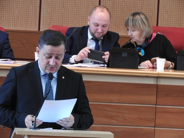 Paweł Myszkowski z PiS mówił, że na BO trzeba przekazywać nie jak chcą władze minimum 0,5 proc. wydatków, ale 1 proc.