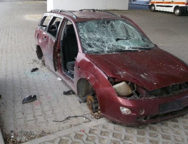 1 marca zniknął m.in. kompletnie zdewastowany wrak forda focusa, który od wielu lat stał na parkingu przy hali Orbita