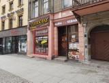 Bójka przed barem z kebabem na starówce w Toruniu. Mężczyzna nie żyje! [zdjęcia]