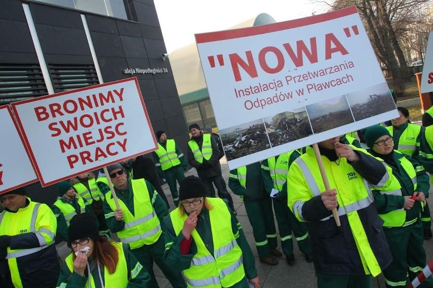 Protest przed poznańskim Urzędem Marszałkowskim