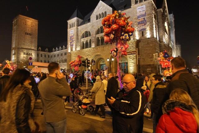 Imieniny Ulicy Święty Marcin 2019 odbędą się w poniedziałek, 11 listopada. Tego dnia przez miasto przejdzie Korowód Świętego Marcina, odbędzie się kiermasz rogala, będą warsztaty i koncerty.