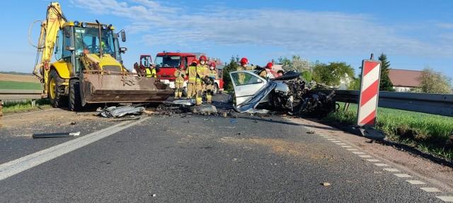 Policjanci wyjaśniają okoliczności tragicznego wypadku drogowego, do którego doszło dzisiaj rano na drodze wojewódzkiej nr 240 pomiędzy Silnem, a Chojnicami.