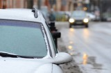 Meteorolodzy: Marznące opady i gołoledź. Bardzo ślisko na drogach!