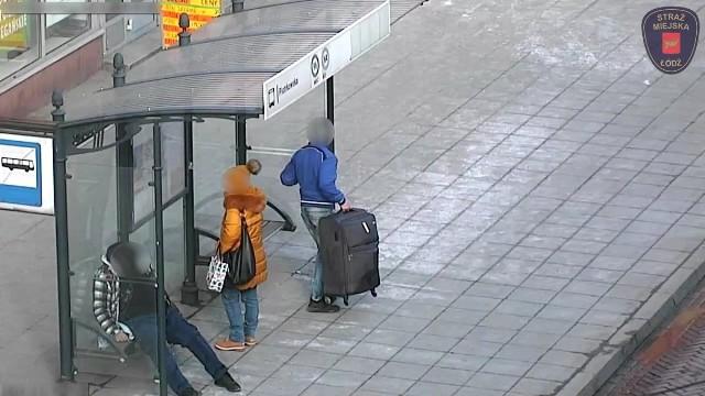 Moment kradzieży zarejestrowany przez kamerę monitoringu.