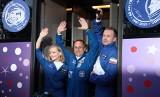Rosyjska ekipa w kosmosie. Będą kręcić pierwszy fabularny film kilkaset kilometrów nad naszymi głowami