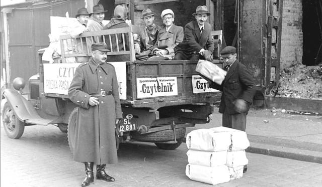76 lat temu kolportażu nie było, nowiutką gazetę rozwoziły ciężarówki z demobilu, sklepikarze, rowerzyści, mleczarze i kto tylko mógł, egzemplarz był za darmo