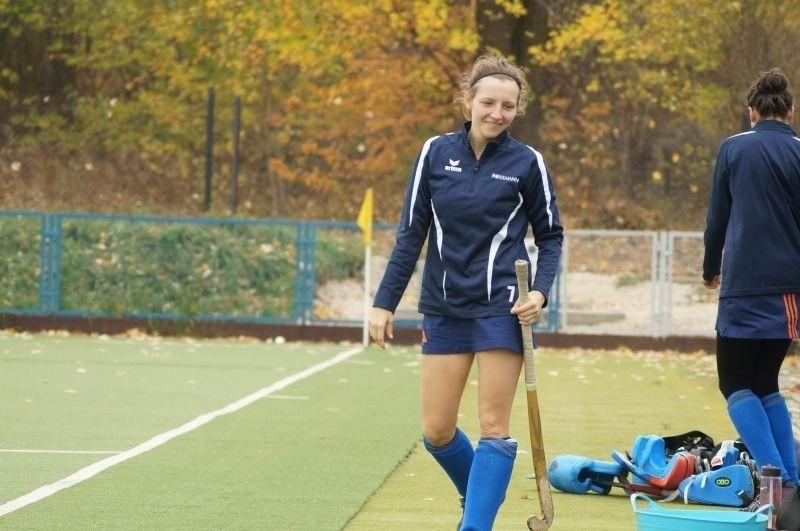 Anna Grzanka gra w ataku drużyny KS Hokej Staty Brzeziny.