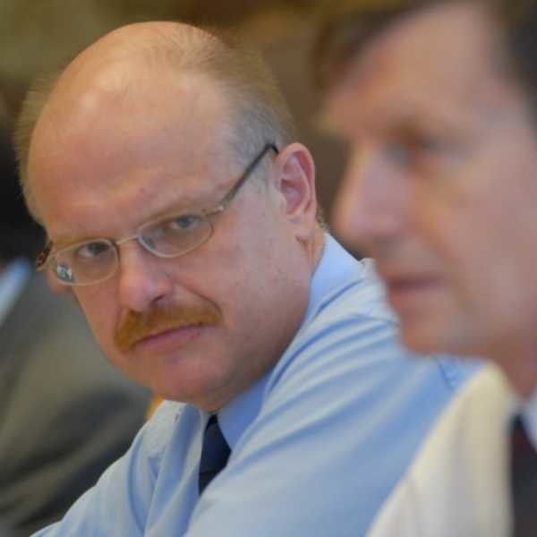 - O wycofaniu uchwały zdecydowały negatywne opinie radnych - tłumaczy Janusz Kwiatkowski (z lewej)
