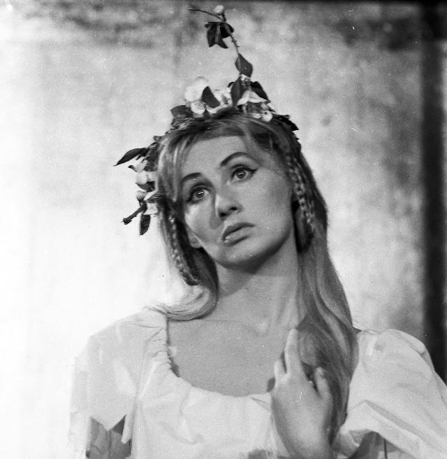 Krystyna Łubieńska Od 1958 - aktorka Teatru Wybrzeże. Organizatorka spotkań poetyckich, promotorka młodych twórców, zaangażowana w działalność charytatywną na rzecz zwierząt.  Laureatka wielu nagród, w tym Sopockiej Muzy i Gloria Artis.