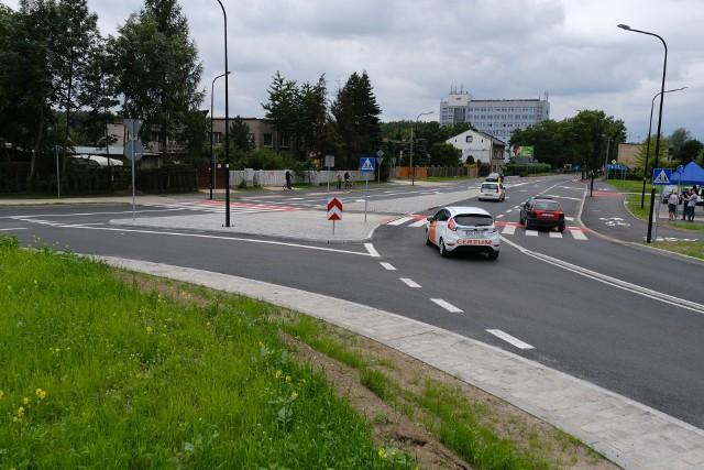 Rondo u zbiegu ulic Roosevelta i Piłsudskiego w Zabrzu zostało oddane do użytku. Zobacz kolejne zdjęcia. Przesuwaj zdjęcia w prawo - naciśnij strzałkę lub przycisk NASTĘPNE >>>