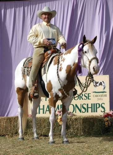 Konkursy są bardzo widowiskowe, bo w stylu western jeźdźcy i konie mogą się stroić bez ograniczeń