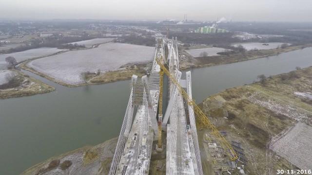 Nowym mostem na Wiśle planowo mamy pojechać w wakacje