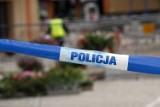 Martwa kobieta w samochodzie na parkingu w Jastrzębiu Zdroju. W samochodzie znaleziono ciało. Teren odgrodzili policjanci
