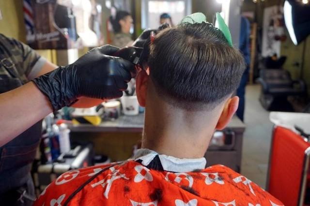 Wizyta u fryzjera czy kosmetyczki to jedna z pierwszych potrzeb Polaków. Zamknięcie tej branży to ogromne straty dla budżetu
