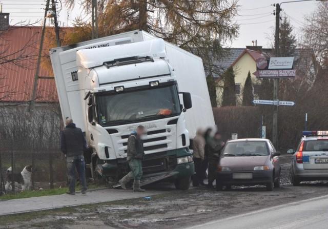 Ciężarówka wypadła z drogi 55 w Malborku