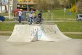 Błogi wypoczynek na kieleckiej Kadzielni. Dzieciaki szaleją w skateparku. Zobacz zdjęcia z soboty, 24 kwietnia