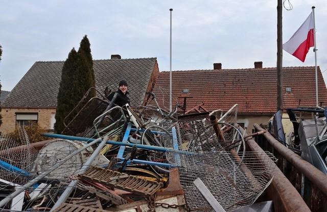 Zbiórka złomu przez strażaków z OSP w Otyniu