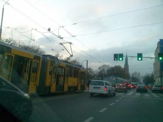 Z powodu wypadku stoją tramwaje w okolicy Bramy Portowej - informuje Internautka Ala, która przysłała zdjęcie na alarm@gs24.pl