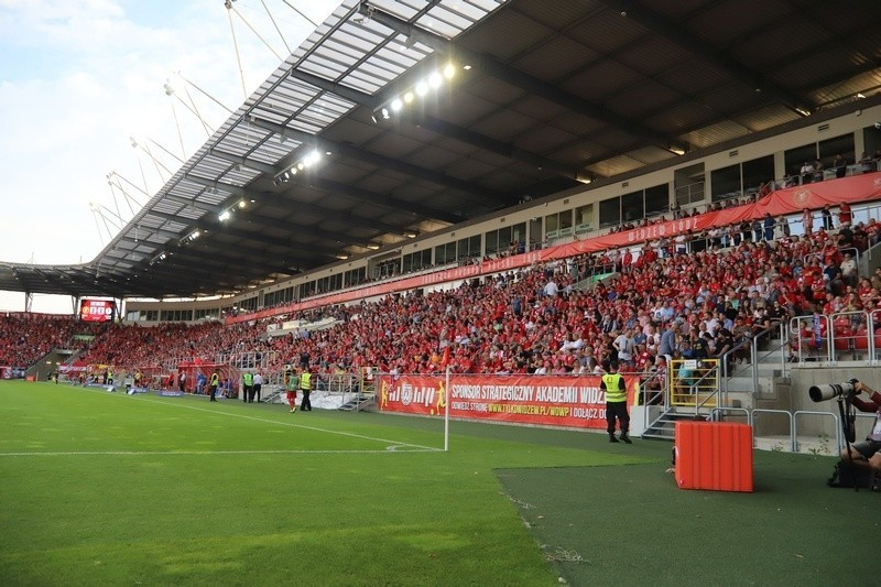 Fani piłkarskiej drużyny Widzewa Łódź skarżą się, że policja...